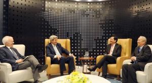 Buổi nói chuyện thân mật giữa Ngoại trưởng John Kerry cùng Bí thư Đinh La Thăng tại phòng họp tổng thống Bitexco lầu 48